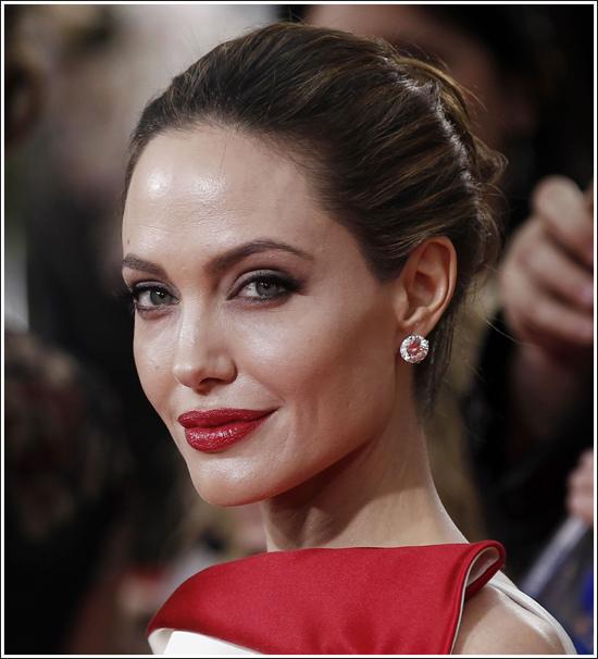 Angelina Jolie S Diamond Earrings Goldenglobes Angelinajolie001